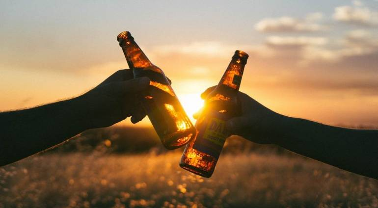 Entre l'entraide et une bière